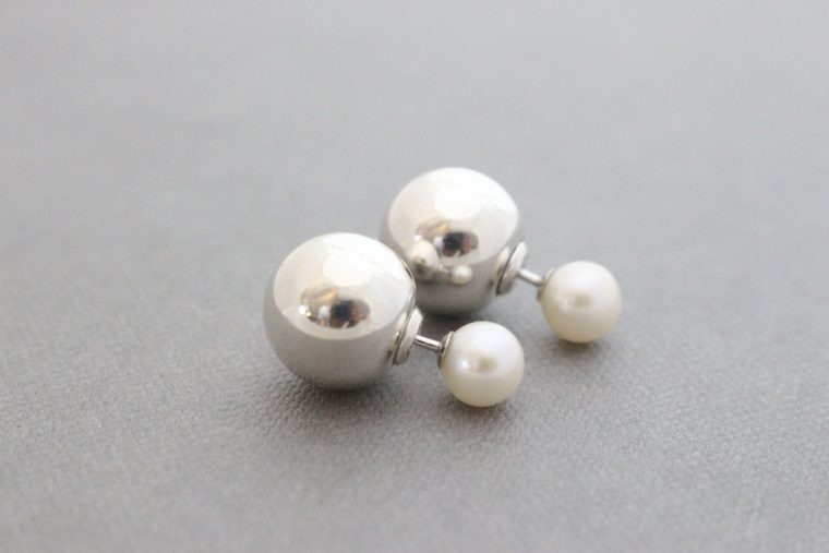 Chloé double sided pearl earring